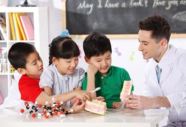 如何引导孩子开口说英语